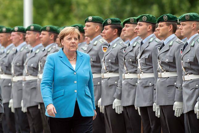 Angela Merkel i jej drgawki. Większość Niemców uważa, że to prywatna sprawa kanclerz