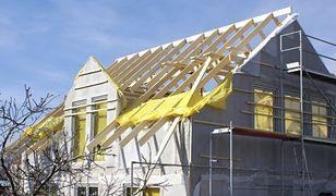 Budowa dachu: więźba prefabrykowana czy tradycyjna?