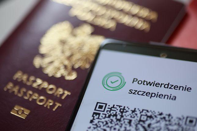 Paszporty szczepionkowe. Polacy nie wezmą udziału w pilotażu