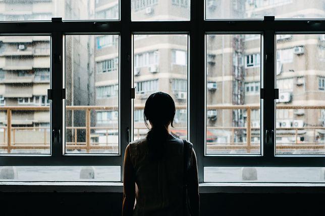 W czasie pandemii koronawirusa możemy czuć się bardziej samotni niż zwykle
