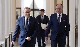Według sondażu w Sejmie znalazłoby się pięć partii