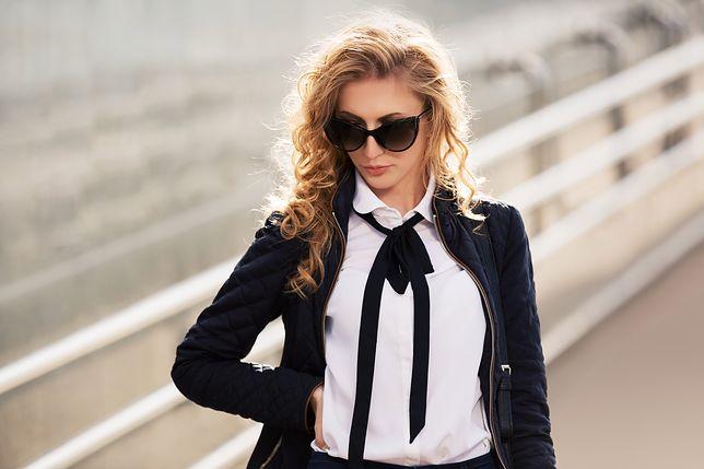 Elegancka bluzka w kolorze białym to podstawa wielu klasycznych stylizacji