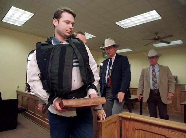 King na sali sądowej po tym, jak został uznany za winnego linczu na Byrdzie