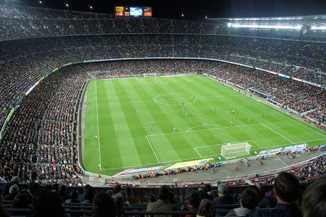 Camp Nou - największy stadion piłkarski w Europie. Może pomieścić 99 tys. osób, a codziennie jest czynny także dla turystów.