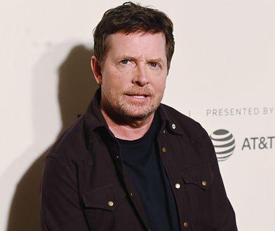 """Michael J. Fox choruje na Parkinsona. Niesamowite życie gwiazdy """"Powrotu do przyszłości"""""""