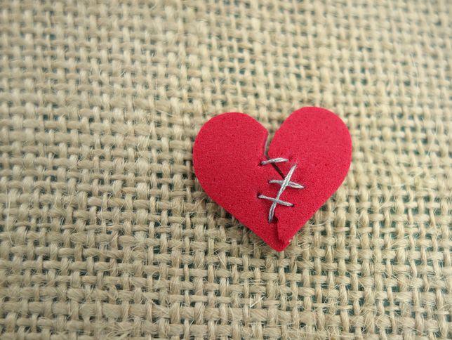 Złamane serce może być trudne do zdiagnozowania, ponieważ objawy są prawie identyczne jak objawy zawału.