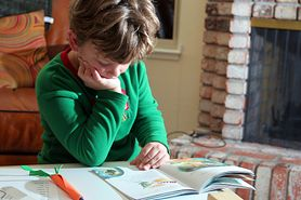 Dysleksja to choroba, która może znacząco utrudnić naukę twojemu dziecku