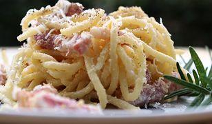Klasyczne spaghetti carbonara. Polacy popełniają jeden błąd