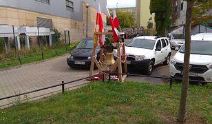 Dzwon smoleński, kiedyś na Krakowskim Przedmieściu, teraz na Ursynowie