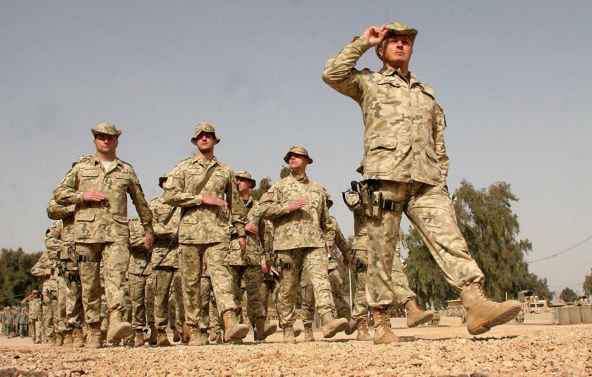 Polscy żołnierze nie wrócą z Iraku na święta? Czekają na transport w Kuwejcie