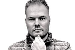 Lekarz Bartosz Fiałek wezwany do złożenia zeznań. Chodzi o jego słowa ws. szczepionki AstraZeneca