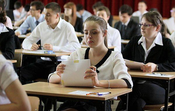 Maturzyści podczas egzaminu