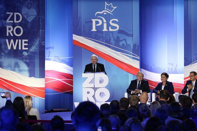 Konwencja PiS w Szczecinie. Jarosław Kaczyński przemawia