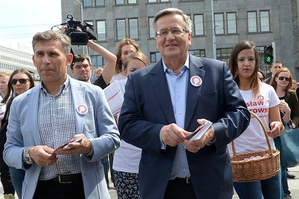 """Marsz Komorowskiego po Warszawie. """"Chcę serdecznie prosić o poparcie"""""""