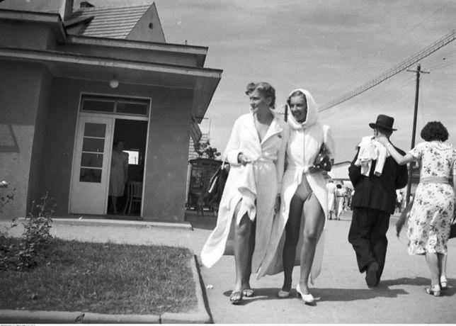 Kobiety spacerujące w Gdyni Orłowie