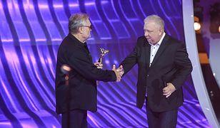 Krzysztof Cugowski odebrał nagrodę w Opolu z rąk Marka Sierockiego.