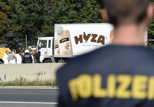 Z ciężarówki przy autostradzie w Austrii wydobyto 71 ciał
