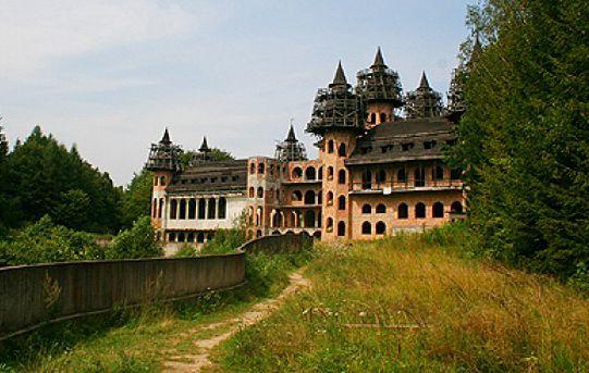 Łapalice - zamek z końca XX wieku