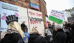 """""""Ściana furii"""" w Warszawie. """"Nie będę twoją laleczką"""" [ZDJĘCIA]"""