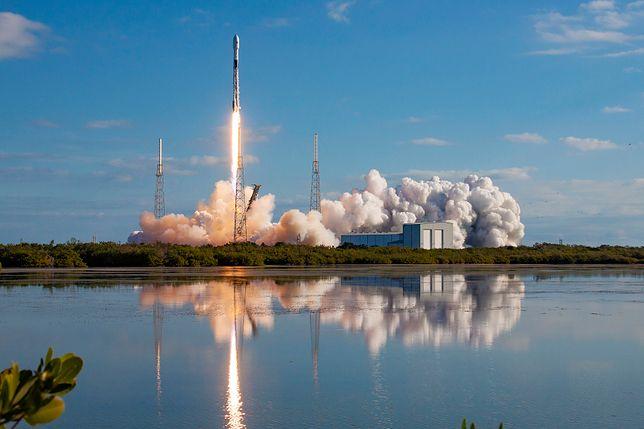 Satelity Starlink poleciały na orbitę na pokładzie rakiety Falcon 9.