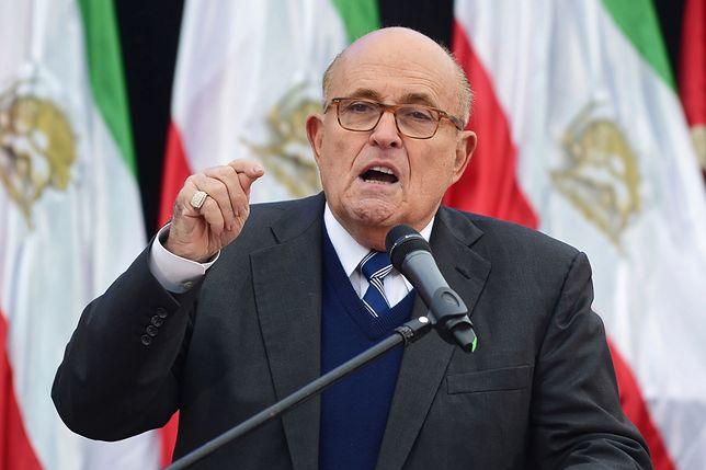 Rudy Giuliani podczas wiecu Ludowych Mudżahedinów w Warszawie