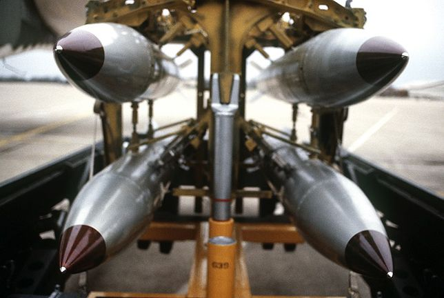 Najnowsza bomba nuklearna USA. B61-12 zrzucona na cel