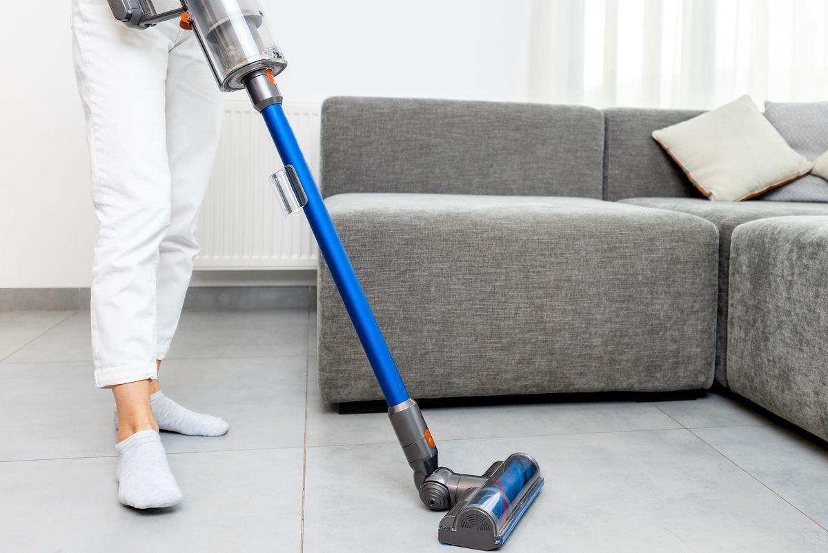 Odkurzacz pionowy pozwoli szybko i wygodnie posprzątać dużą przestrzeń