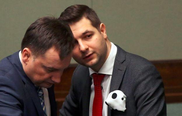 Wiceminister Jaki tak zdenerwował senatorów PiS, że... zagłosowali razem z PO