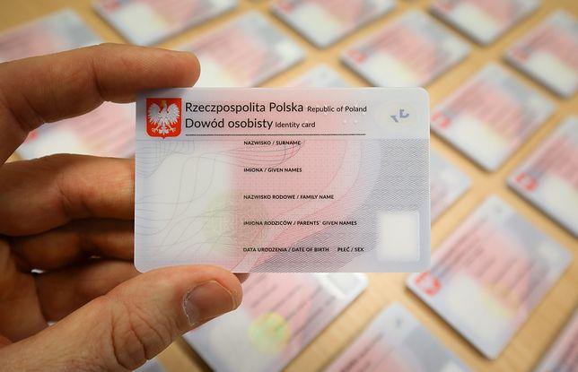 Milion Polaków musi wymienić dowód osobisty. Albo będą mieć problemy, albo dostaną wysoką grzywnę