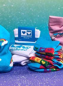 Charytatywne prezenty na każdą kieszeń, czyli co kupować, żeby pomagać