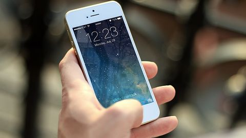 iPhone'y mogą sprzedawać się źle, ale w USA znów są najpopularniejszymi smartfonami
