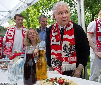 Jarosław Kaczyński ogląda mecz Polska - Grecja, czerwiec 2012