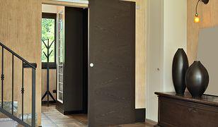 Drzwi przesuwne nie zabierają powierzchni, zwiększają możliwości aranżacyjne i są wygodne w użytkowaniu