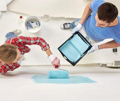 Odmalowanie ścian nie wymaga stosowania żadnych skomplikowanych technik ani kupowania drogich narzędzi.