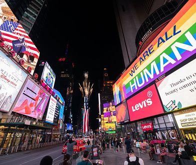 Fajerwerki na Times Square pojawiły się w tym tygodniu niespodziewanie. Burmistrz nie chciał, by mieszkańcy się gromadzili