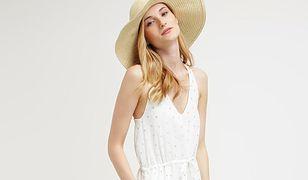 Najmodniejsze białe sukienki na lato to modele w groszki, na ramiączkach, koszulowe, maxi oraz koronkowe