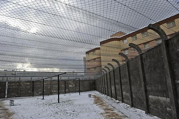Kolejne samobójstwo w więzieniu w Białołęce. Mężczyzna powiesił się na sznurówce