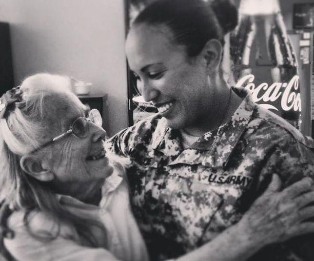 Poświęciła swoje życie, by przytulać żołnierzy jadących na misję