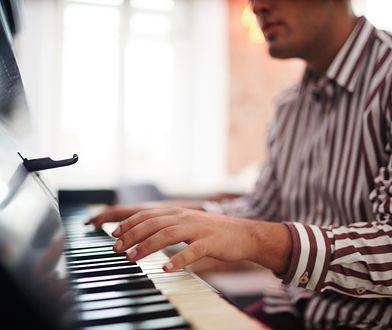 Grał na fortepianie w mieszkaniu. Pianista skazany za zakłócanie wypoczynku.
