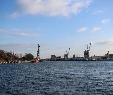 Westerplatte. Członek załogi holownika wpadł do wody. Nie żyje