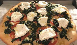 Biały sos czosnkowy do pizzy. Jak go przygotować?