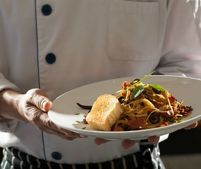 Zmniejszone porcje, podmienione składniki - tak oszukuje co trzeci lokal z daniami zagranicznych kuchni!