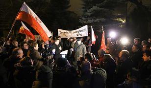 Manifestacja przed domem gen. Czesława Kiszczaka