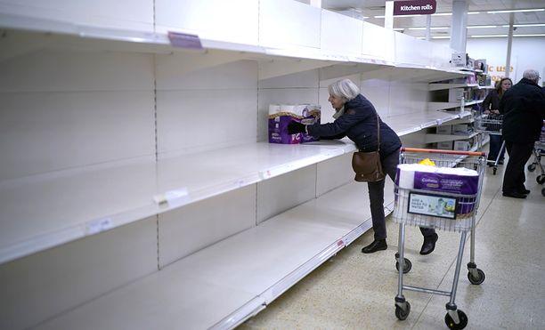 Brytyjczycy znów wykupują papier. Na razie jeszcze takiej paniki jak w marcu (zdj.) nie ma