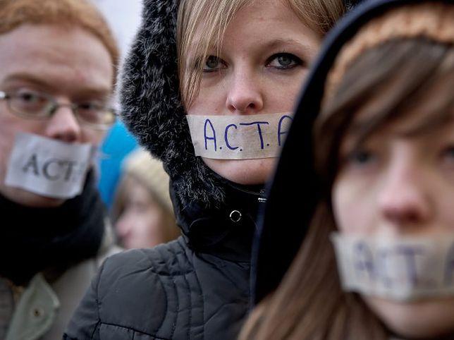 Amerykański naukowiec gratuluje Polakom protestów przeciw ACTA