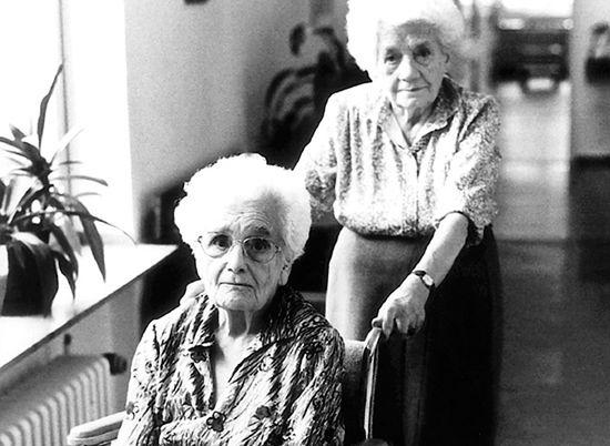 Czeki opiekuńcze zrewolucjonizują system pomocy starszym