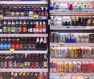 Kępno. 15-latek kupił alkohol w sklepie. Sprzedała mu go 14-letnia ekspedientka