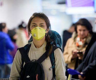 Koronawirus. Najnowsza rekomendacja chińskich naukowców - noście maseczki w podczas podróży komunikacją publiczną.