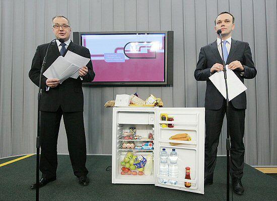 """Pokazali politykom PO """"lodówkę hańby"""""""