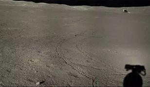 W oddali Chang'e 4, a w prawym dolnym rogu cień łazika Yutu 2